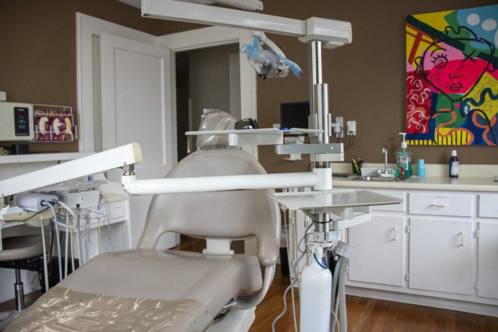economy-dentures-implants-griffin-ga-dental-treatment-room-002