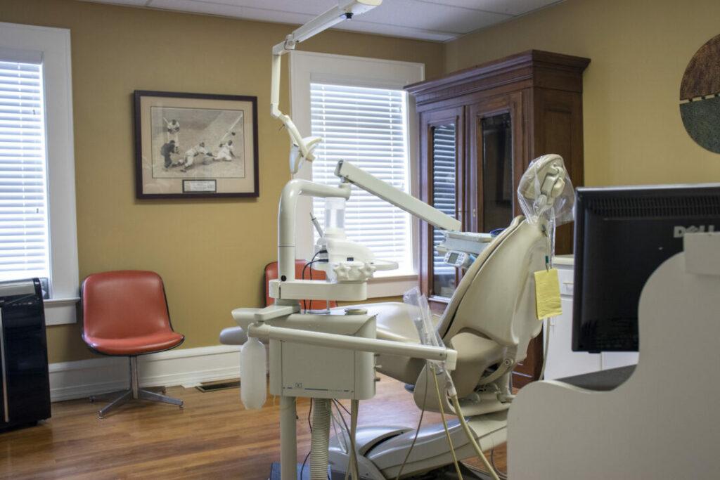 economy-dentures-implants-griffin-ga-dental-treatment-room