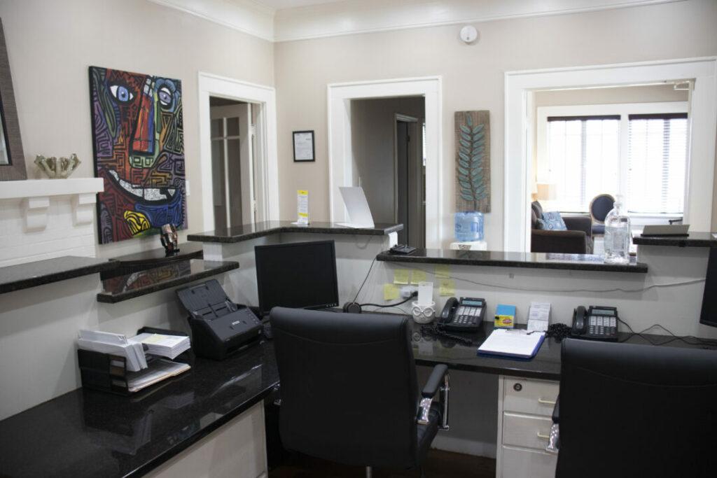 economy-dentures-implants-griffin-ga-front-desk-002