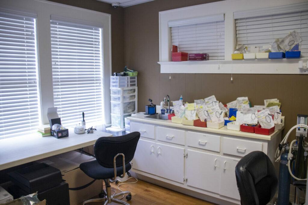 economy-dentures-implants-griffin-ga-lab-004
